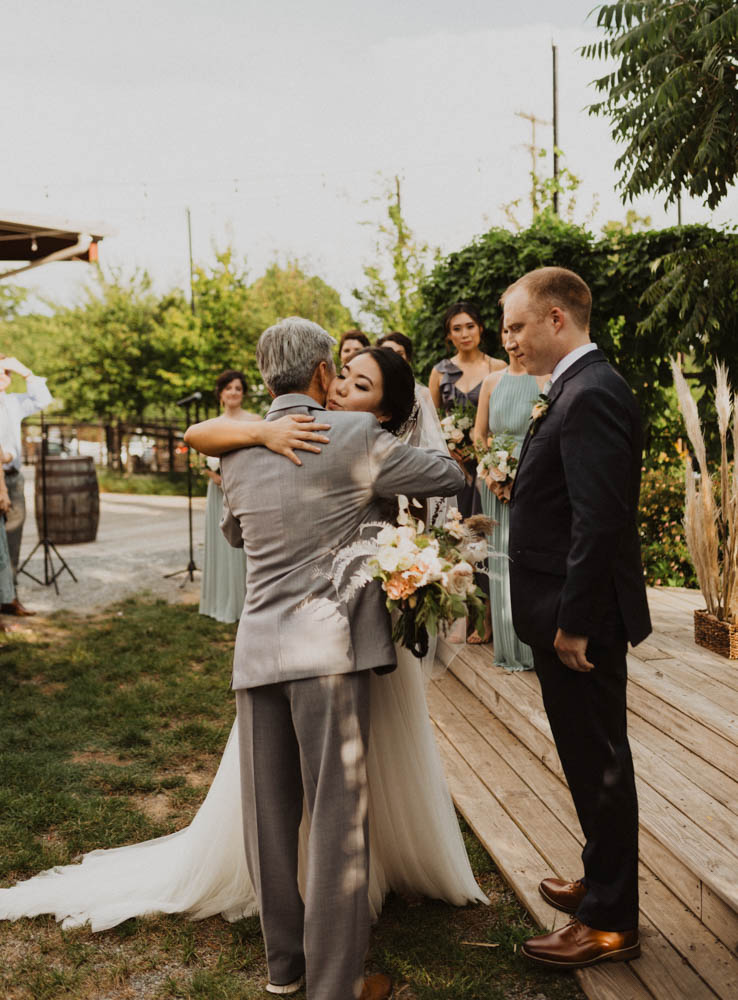 top five things to look for in a wedding photographer