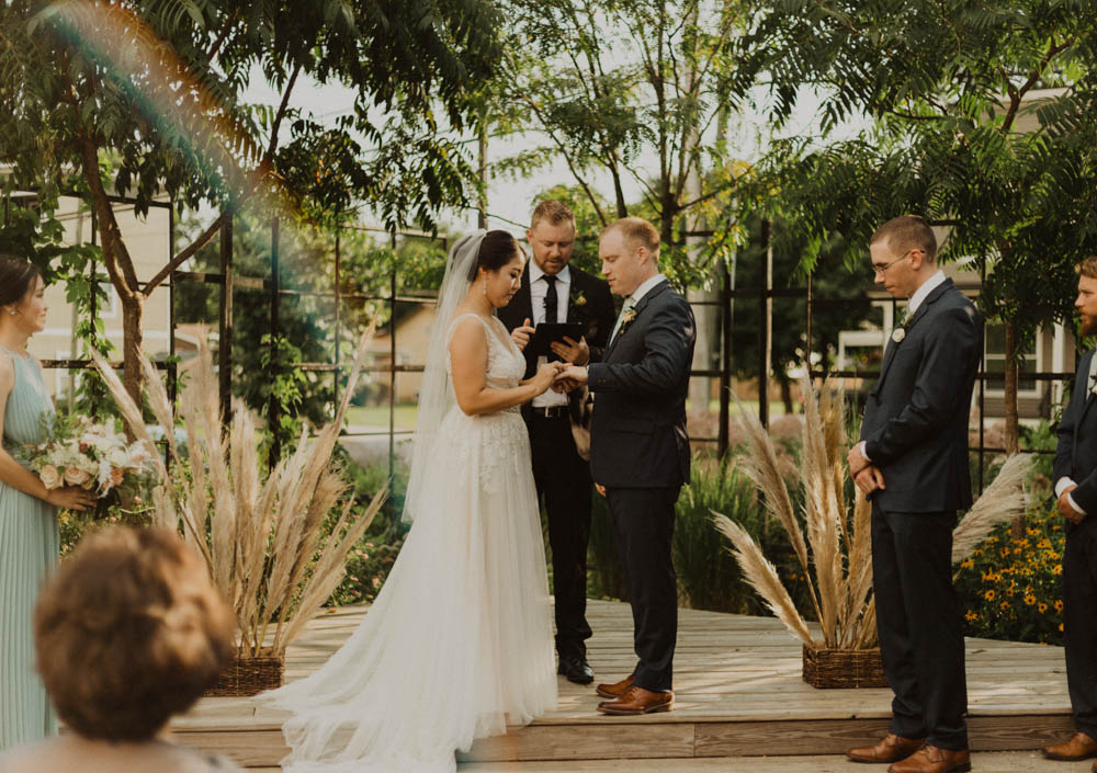 top things to look for in a wedding photographer